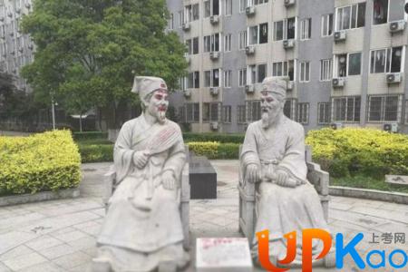 湖南大学塑像朱张会讲被涂鸦是谁做的