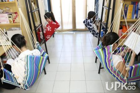 大学女卫生间视频 大学女生宿舍一般是几人间 大学女生觉得宿舍人越少越好是吗